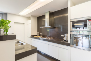 kitchen-with-stylish-amenities-PLG6PVM